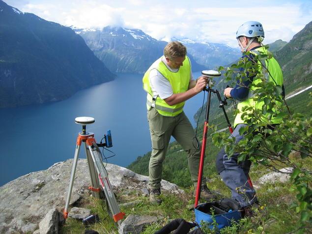 Instrumentation works of the unstable rock slope Åknes